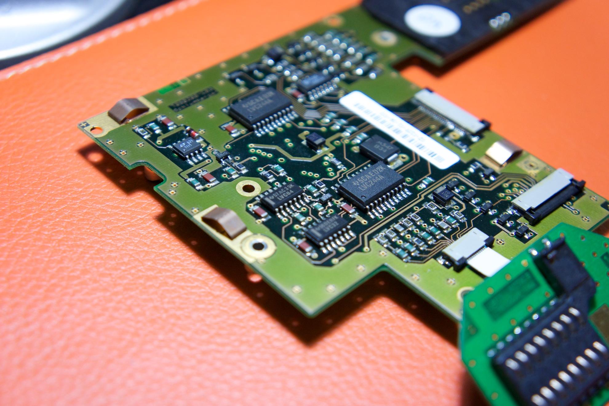 Une autre partie de l'électronique de Schlumberger, celle-ci est intégré dans le Newon sur le port d'extension interne et relié à la carte PCMCIA en photo au dessus.